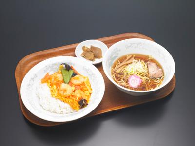 えびと卵のチリソース丼(半ラーメン付)|中華料理 東京五十番